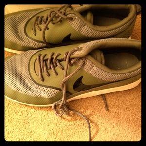 Olive green Nike Air Maxx